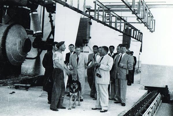 Titan, obisk marsala - njegovega psa sprehaja Miha Marinko, 1952