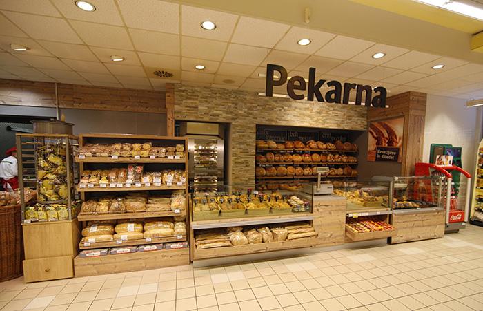 popolnoma prenovljen oddelek kruha